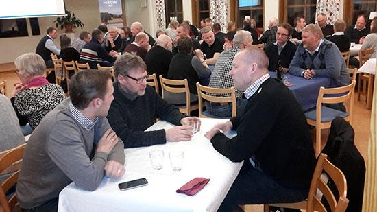 Andreas Lidén, Anders Wallin och Per Karlsson i samspråk på HKScan Agri leverantörsträff.