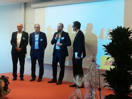 Ulf Jansson, Direktör för affärsområde Foder, på scen för att berätta om vår del i samarbetet, dvs drank till våra leverantörer.